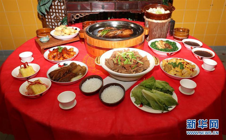 香港盆菜:融合传统现代味 诉说千古团圆情