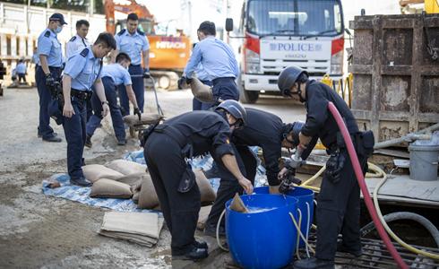 用手觸摸二戰炸彈的人——訪香港警方拆彈專家