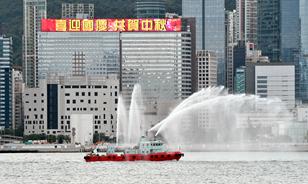 香港:維港巡遊慶國慶賀中秋