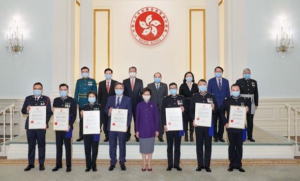 香港特区行政长官表彰7名现任和前任高级警务人员
