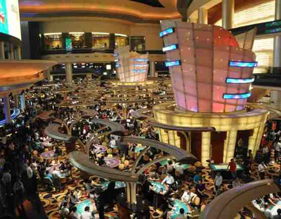 2001年,澳门立法会正式通过了《娱乐场幸运博彩经营法律制度》(俗称