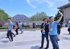 香港各界青年参访武汉 畅谈两地科技合作