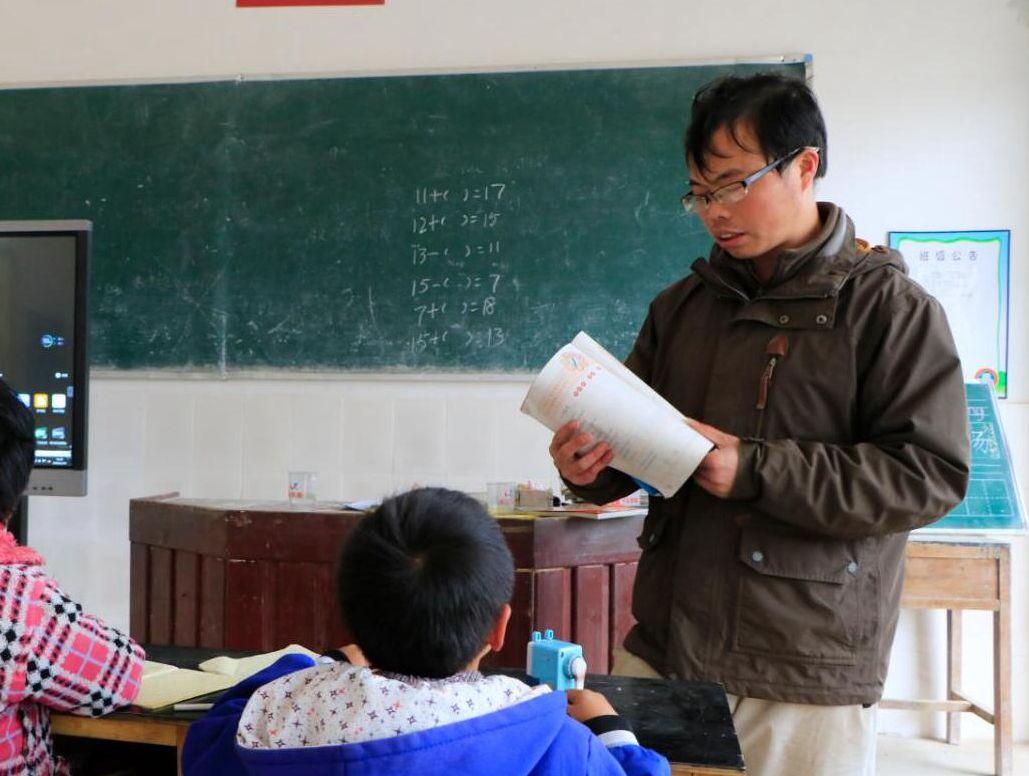 """""""堅守贛南深山村小44年的教師父子""""羅光祥、羅偉"""