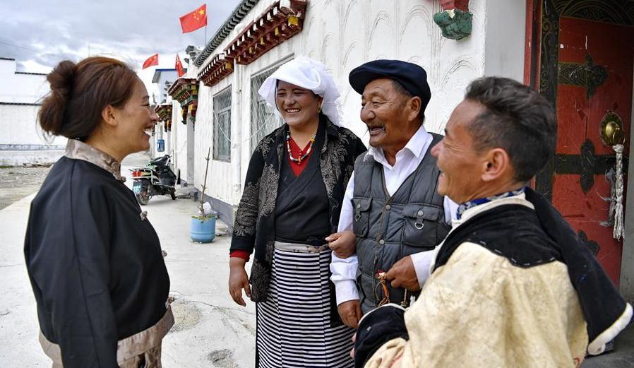 西藏當雄:易地搬遷群眾奔小康