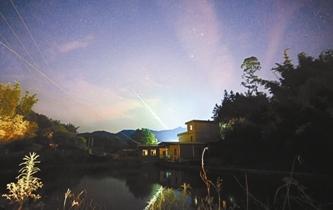 廣東夜空現綠火流星