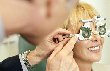 """同仁眼科專家:黃斑前膜治療避免""""一刀切"""""""