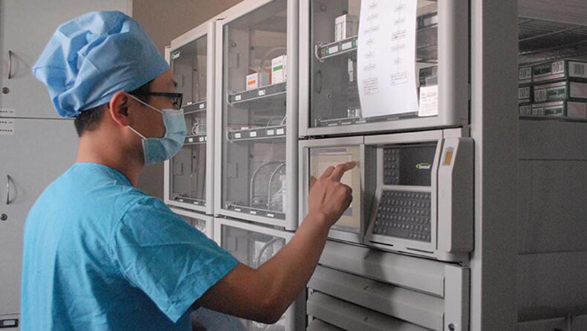 """北京護士的一天:重症病房裏的""""男丁格爾"""""""