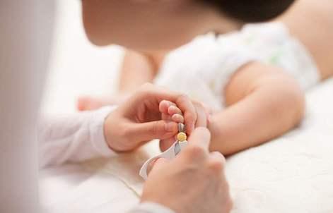 医生:孩子指甲剪太短 当心患上甲沟炎