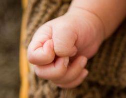 孩子爱啃手指甲,生理、心理两