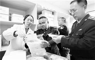 湖南省食藥工商質監局執法人員檢查醫療器械標簽標識