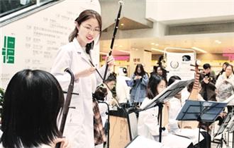 北京協和醫院協韻醫學青年演奏團與院紅十字會共同舉辦門診演出