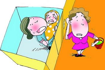 """祖孙俩""""空中惊魂""""2小时 老人吓得心脏病复发图片"""