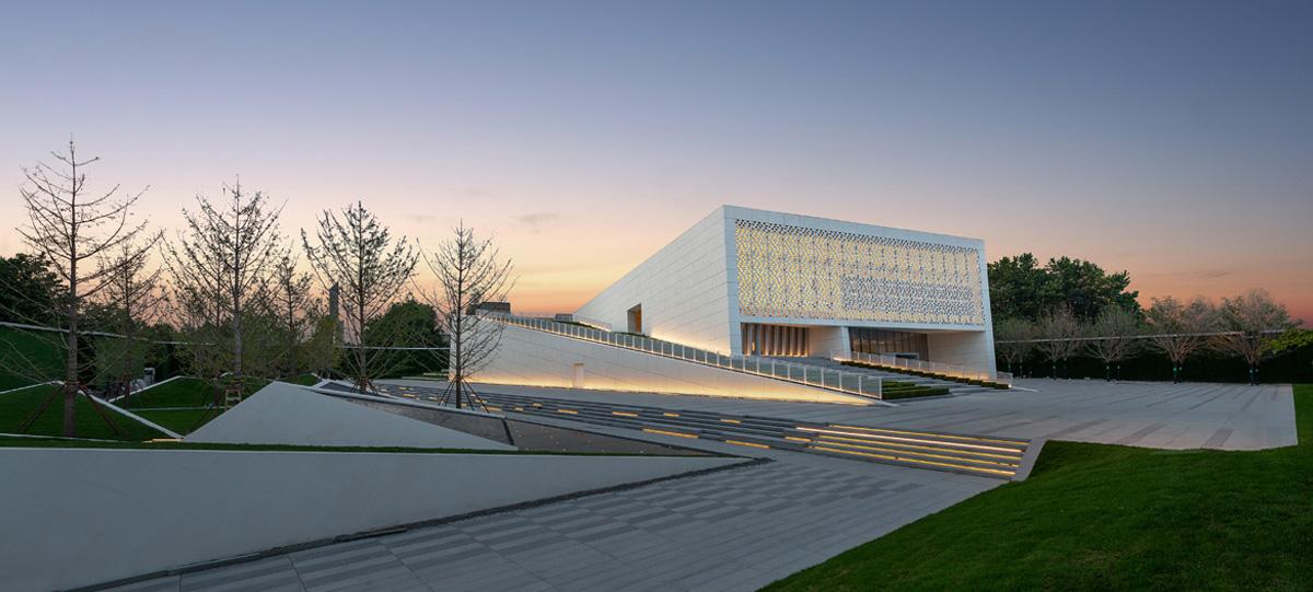 中央商務區展示中心正式對外開放,拉開了這座百年城市煥新升級的大幕