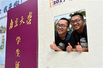 雙胞胎新生入學南京大學