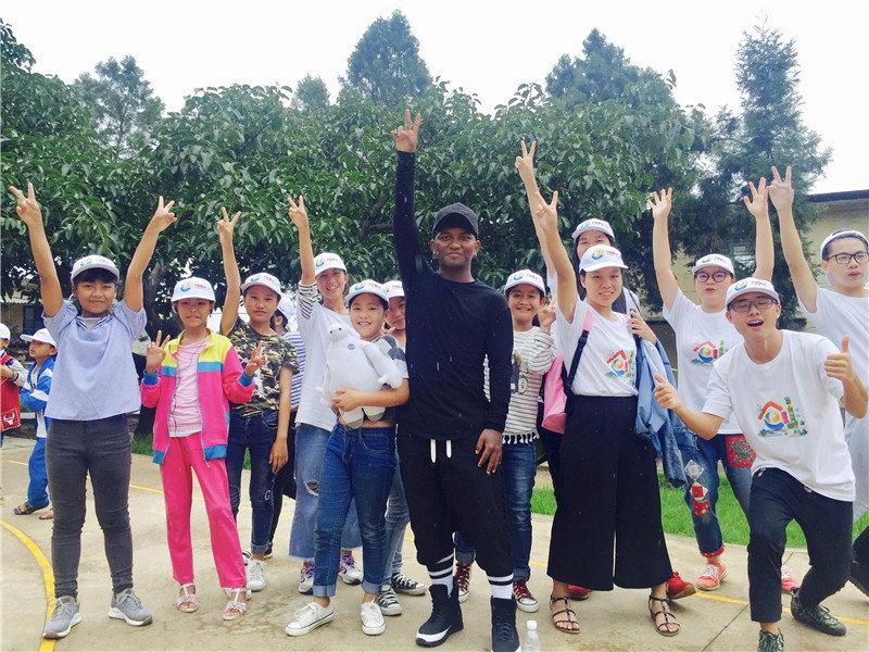 e創公益大使與志願者、小朋友一起鄉村運動會