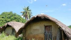 探訪海南黎族傳統民居船型屋