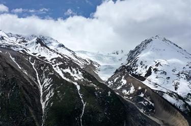 遠眺來古冰川