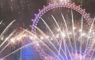 倫敦燃放煙花迎新年