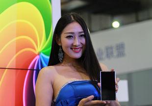 2013中國通信展花絮:手機模特爭艷通信展