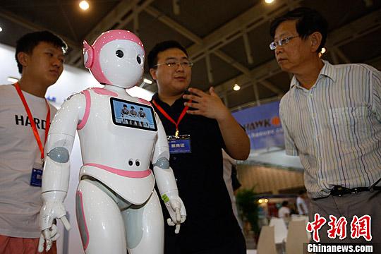 """專家:服務機器人熱潮下需冷思考 """"好戲還在後頭"""""""