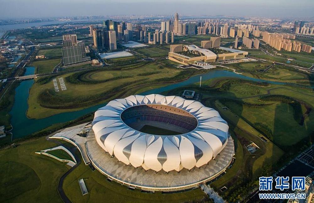 杭州國際博覽中心(後方)和杭州奧體中心主體育場。新華社記者徐昱攝