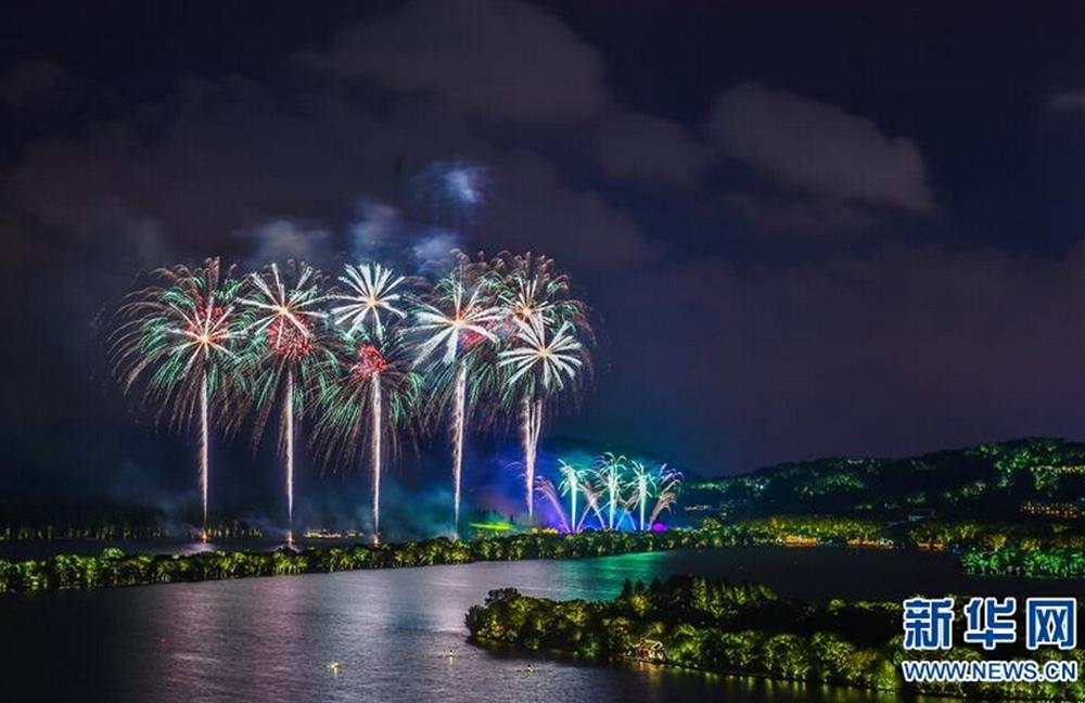 杭州西湖上空升起焰火(9月4日攝)。新華社記者徐昱攝