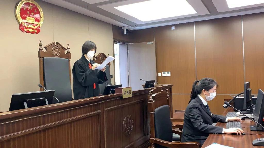 将灭火器喷口塞人口中!上海宣判一起催收非法债务罪案