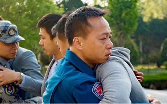 致奔走他鄉的戰友:兄弟別哭,我不過是換了個戰位