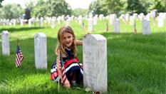 美民眾前往阿靈頓國家公墓緬懷陣亡將士