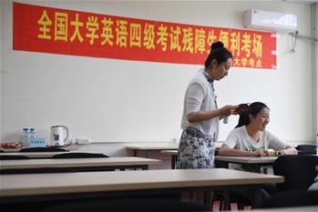 視障大學生余亞男:大學英語考試有了盲文試卷!