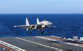 海軍航母編隊跨區機動訓練順利推進