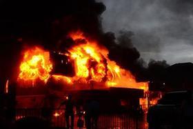 老撾首都一商貿城發生嚴重火災 多為中國商戶