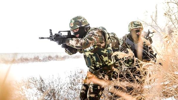 新疆邊防官兵冒零下30℃嚴寒開展實戰化訓練