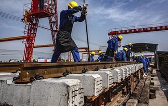 加緊制造蒙華鐵路軌排