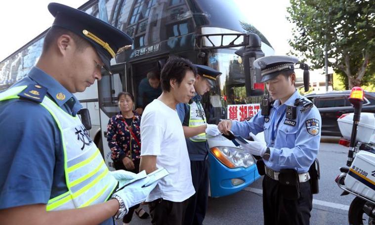 上海:節前嚴查站外非法載客
