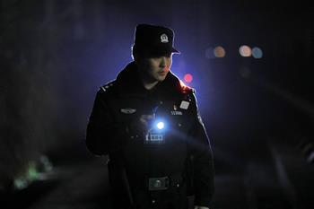 深夜巡查確保春運安全