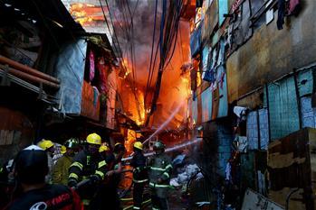 菲律賓一貧民區發生火災