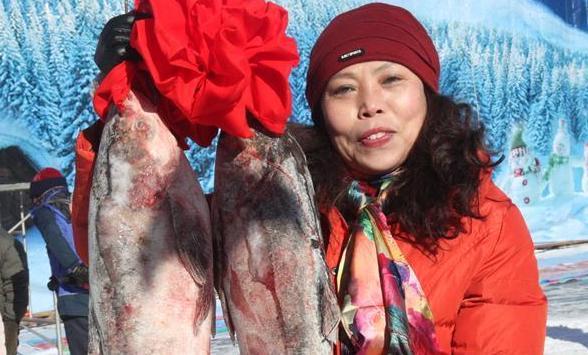 冰雪捕魚節 遊客樂悠悠