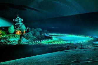 甘肅敦煌大漠夜色雪景斑斕