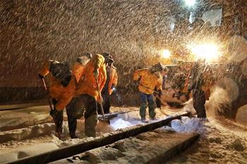 新疆多部門積極應對暴雪天氣