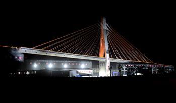 鄭萬高鐵1.65萬噸大橋轉體成功