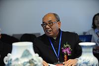 國家級非物質文化遺産(手工制瓷)傳承人黃雲鵬先生對《故宮十大珍寶瓷》的復燒做簡要説明