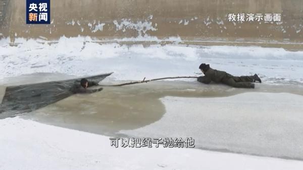 """""""泼水成冰""""挑战受热捧 寒天下的危险如何预防和自救"""