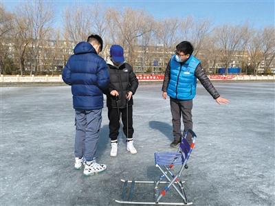 春节里的冰上巡守人
