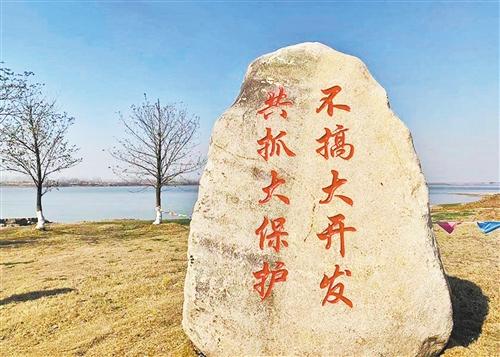 随着长江沿江各地坚持生态优先,生态环境得到较大改善