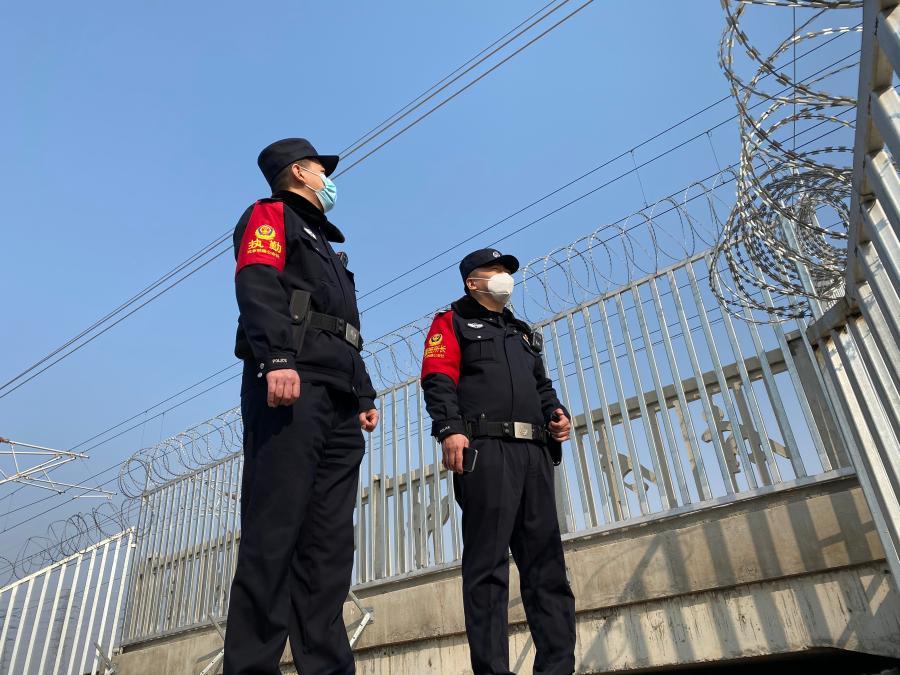 """""""新春走基层丨""""95后""""铁路民警:坚守,只为让""""爱""""回家"""
