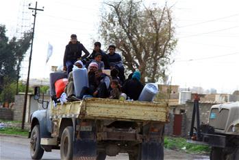 大批平民從摩蘇爾交戰區撤離