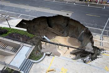 江蘇南通一處路面發生塌陷