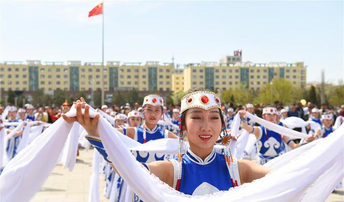 """內蒙古群眾慶""""雙節"""""""