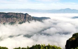 仙居:霧鎖群巒如仙境